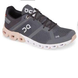 ON CLOUD🔴Swiss Engineering cloudflow shoes 9.5